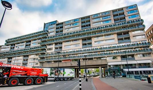 In het stadscentrum van Tilburg springt de Katteburg in het oog omdat hij zo groot is en op een prominente plek staat. Niet iedereen vindt de flat even mooi.