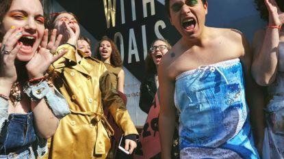 Klimaatactivisten Extinction Rebellion organiseren guerilla-modeshow tijdens New York Fashion Week
