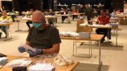 Stad zet al haar medewerkers in voor het klaarmaken van zending mondmaskers