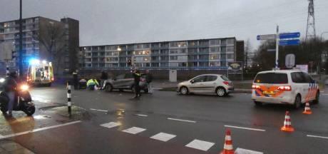 Wielrenner gewond naar ziekenhuis na aanrijding in Veenendaal