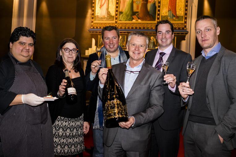 Regine Verhoye, Vincent Van Leemputten, Danloy René, Stijn Beschuydt en Bart Diricx stellen hun champagne voor.