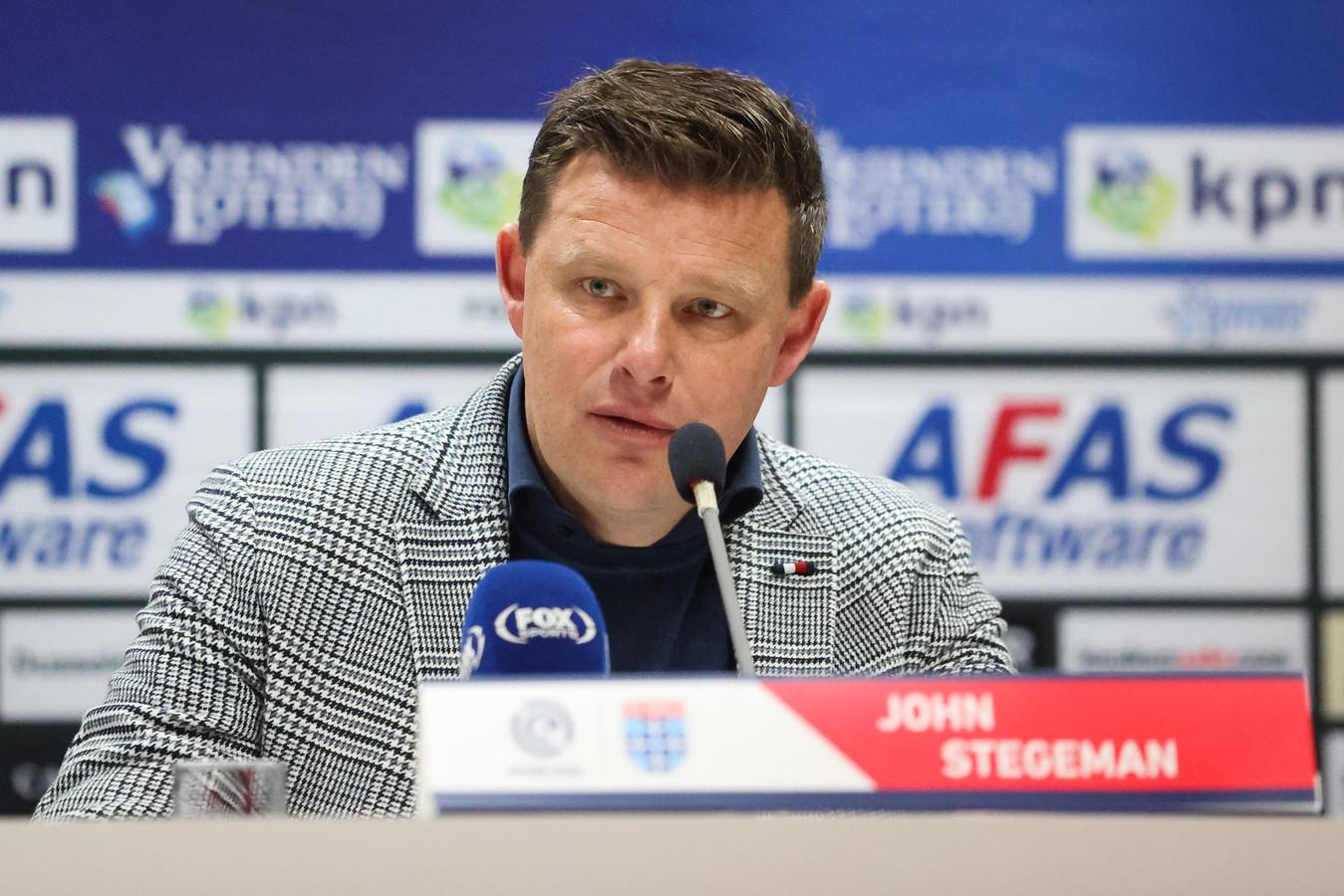 """John Stegeman heeft ondanks één zege na de winterstop het vertrouwen dat hij bij PEC Zwolle in de eredivisie zal houden: ,,Ik denk nog steeds dat wij met elkaar voldoende punten kunnen pakken om erin te blijven."""""""
