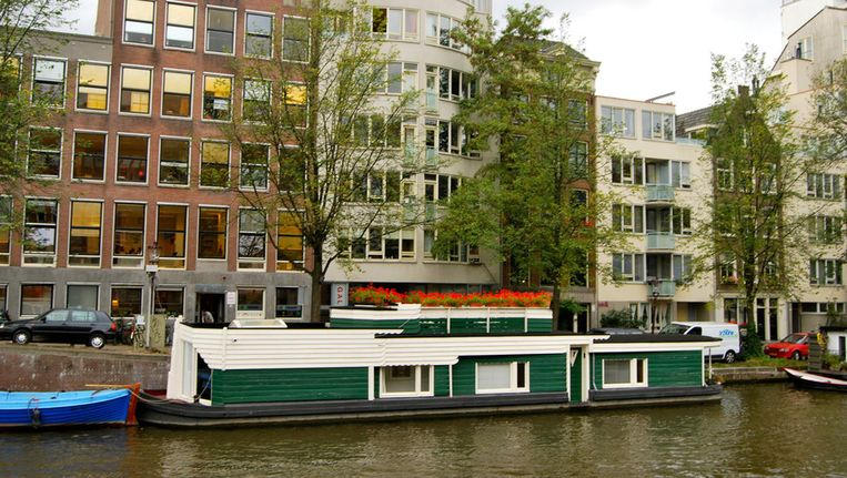 Woonschip De Wiekslag aan de Zwanenburgwal © Teun Bimbergen, 2011 Beeld