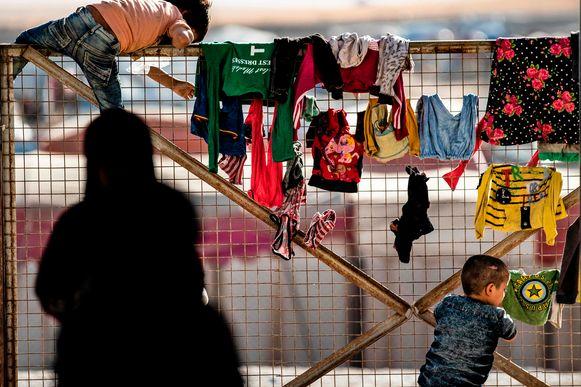 Kinderen in een gevangenkamp.