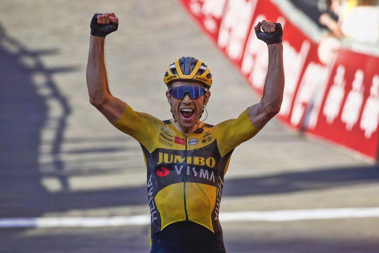 Van Aert won de Strade Bianche met overmacht.