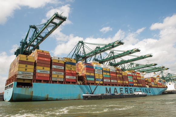 De Maersk Evora ligt momenteel voor anker bij de MPET-terminal in Doel.