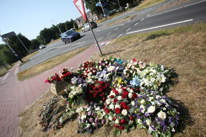 In het verleden vonden er diverse dodelijke ongevallen plaats op de Vijf Eikenweg.