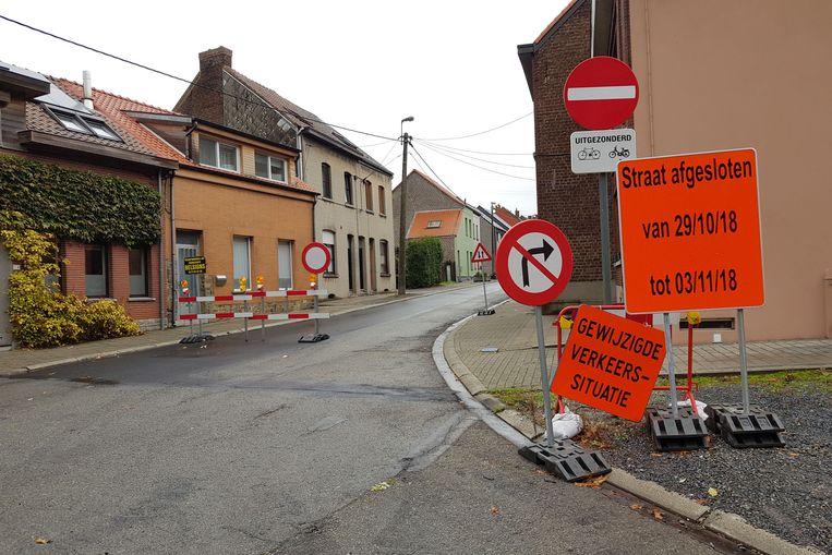 Op 10 december wordt de voorlopige signalisatie opgeborgen en gelden de definitieve verkeersborden voor het eenrichtingsverkeer.