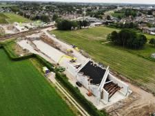 3,3 miljoen kilo beton schuift zaterdag onder het spoor bij Tricht