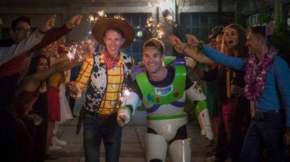 Als in een sprookje: dit koppel stapte in huwelijksbootje als Buzz Lightyear en Woody