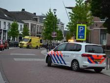 Snorfietser met spoed naar ziekenhuis na botsing met auto in Elst