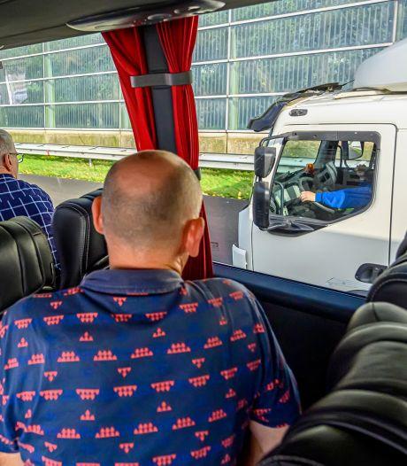 Met de politie 'appers' achter het stuur spotten: 'Op de A16 is het prijsschieten'