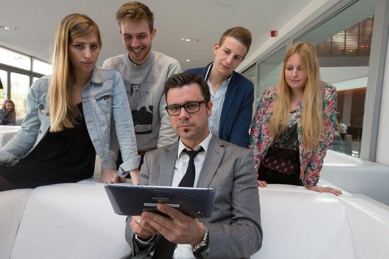 """Eerste opleiding in het Engels in Limburg. Algemeen directeur Ben Lambrechts: """"Ons doel is om studenten nog beter te wapenen op de arbeidsmarkt"""""""
