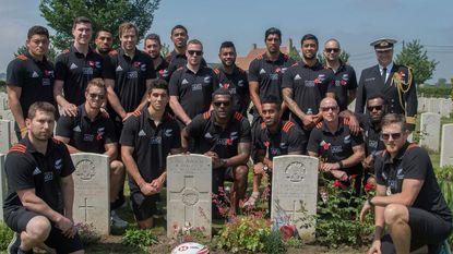 All Blacks wonen herdenkingsplechtigheid bij