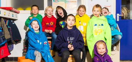 De warme trui was nog nooit zo populair: kinderen uit Hof van Twente maken meer dan duizend ontwerpen