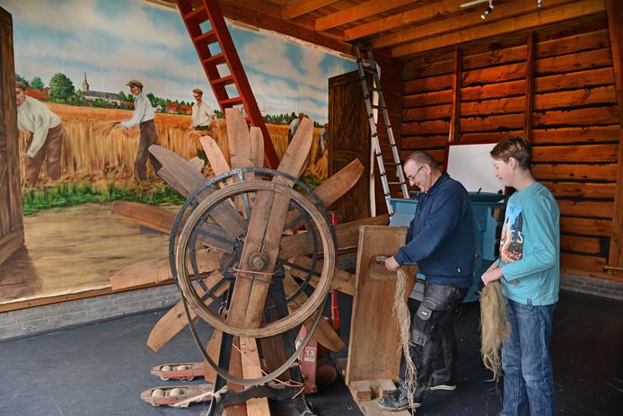 Hoe werkt een vlasmachine? In het streek- en landbouwmuseum Goemanszorg in Dreischor laten ze dat zien.