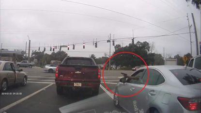 VIDEO: Dashcam filmt hoe bestuurders op elkaar schieten