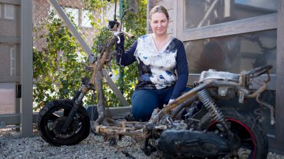 Vandaal steekt scooter Jolili in brand