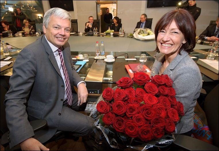 Didier Reyners (MR) en Laurette Onkelinx in vriendschappelijkere tijden, tijdens een vergadering van de regering-Di Rupo in 2013.