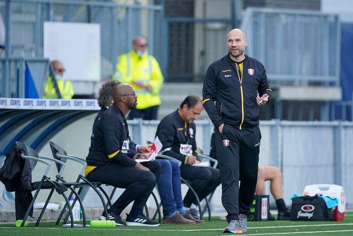 FC Dordrecht-coach Ben Kinds moest afgelopen zaterdag noodgedwongen vanuit huis zijn coachtaken vervullen.
