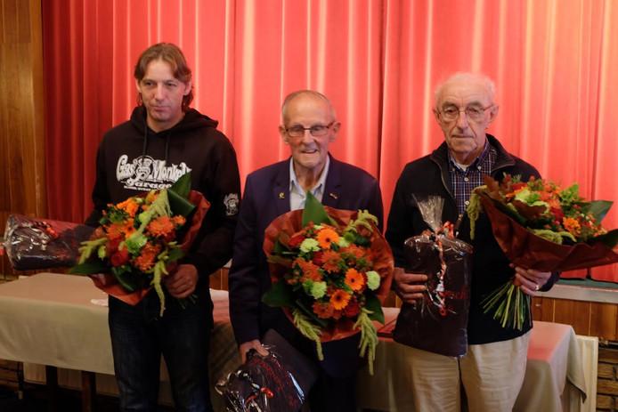 De drie jubilarissen van De Eendracht. Van linksaf: André Riethorst, Hendrink Jan Voskamp en Willem Brandenbarg.