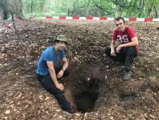 Amateurhistorici vinden vliegtuigbom in Hoevelakense bos