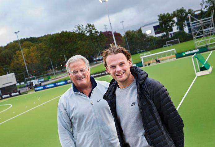 Bob de Voogd (rechts) met zijn clubheld Hans de Jager.