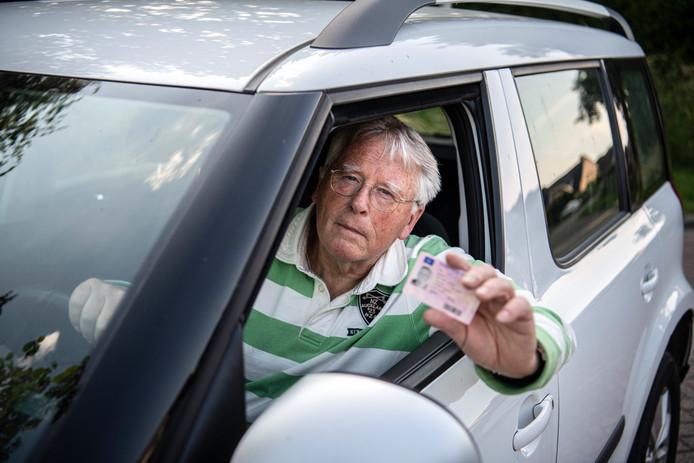 Gerrit Rike uit Bruchem is niet de enige die ongekend lang op zijn nieuwe rijbewijs moet wachten.