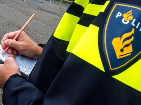 Vijf jongeren in één auto is te veel: politie Kampen deelt boetes uit