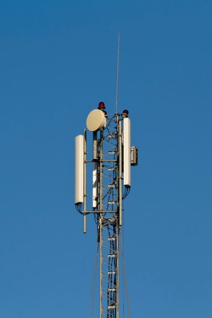 Het plan om aan de Industriestraat in Kerkdriel een 39 meter hoge zendmast voor mobiele telefonie neer te zetten, wordt doorgezet.