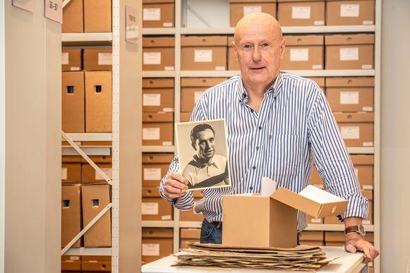 Drie jaar heeft Martin Coussement gewerkt aan het archiveren van 25.000 historische wielerfoto's.