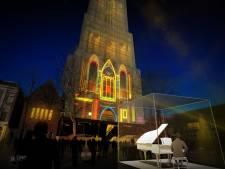 Lampjes dansen op muziek op de Domtoren