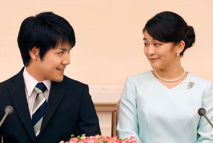 Prinses Mako en Kei Komuro maken blij hun verloving bekend in september 2017