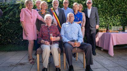 Zestig jaar geleden gaven Louis (89) en Jenny (88) elkaar het jawoord, stadsbestuur huldigt hen aan huis
