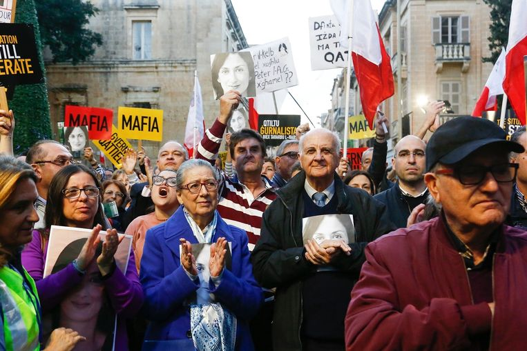 De ouders van de vermoorde journaliste Daphne Caruana Galizia zijn aanwezig bij een demonstratie in Valletta.  Beeld AP