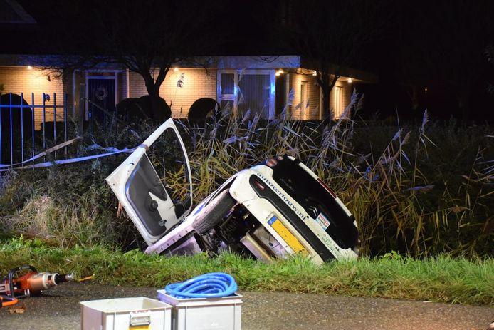 Bij een ongeval aan de Bredeweg in Moerkapelle is de bestuurder van een personenauto zwaar gewond geraakt