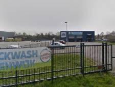 Politie vindt gestolen en omgekatte auto's bij bedrijf in Steenwijk en houdt man uit Meppel aan