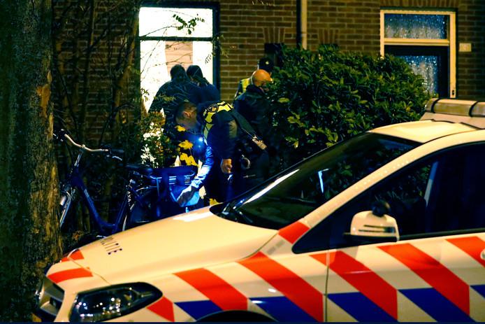 Bij  een ruzie in Eindhoven vond de politie een man zwaargewond onderaan de trap. Hij zou een week later overlijden. Zijn zoon zei vader te hebben geduwd maar trok dat later terug, hij had het in paniek verkeerd omschreven.