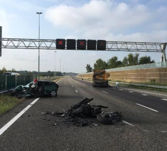 Het ongeluk op de A16 waarbij een spookrijder betrokken was.