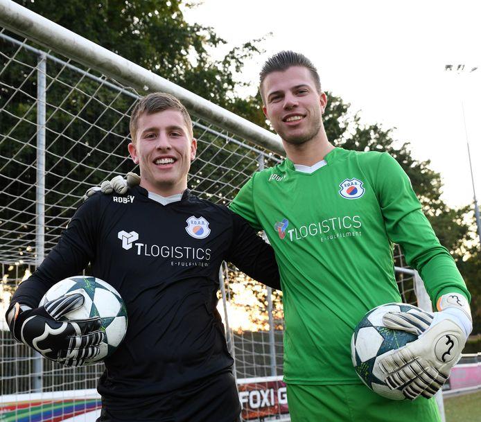 Robin van Iersel (links) en Simon van Beers (rechts) vechten dit seizoen voor een plek onder de lat bij VOAB.
