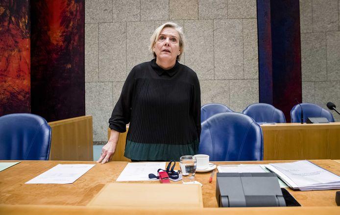 Minister Ank Bijleveld van Defensie (CDA) tijdens het derde debat over het Nederlandse bombardement op het Iraakse Hawija. Daarbij vonden mogelijk zeventig burgers de dood.