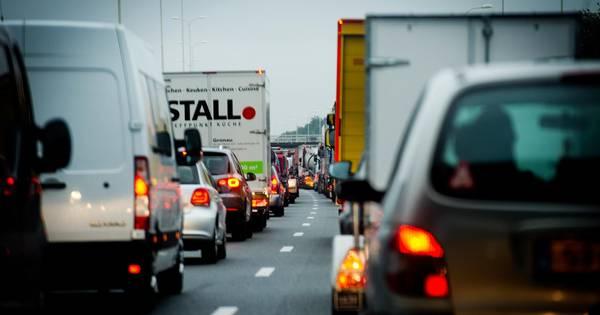 Halfuur vertraging na ongeluk op A50 bij Heerde.