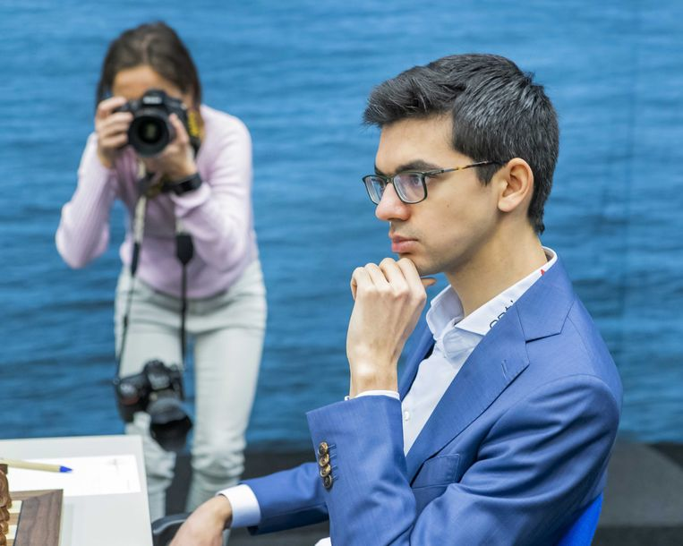 De Nederlandse schaker Anish Giri in actie in januari tijdens het TataSteel Chess Tournament in Wijk aan Zee. Beeld ANP