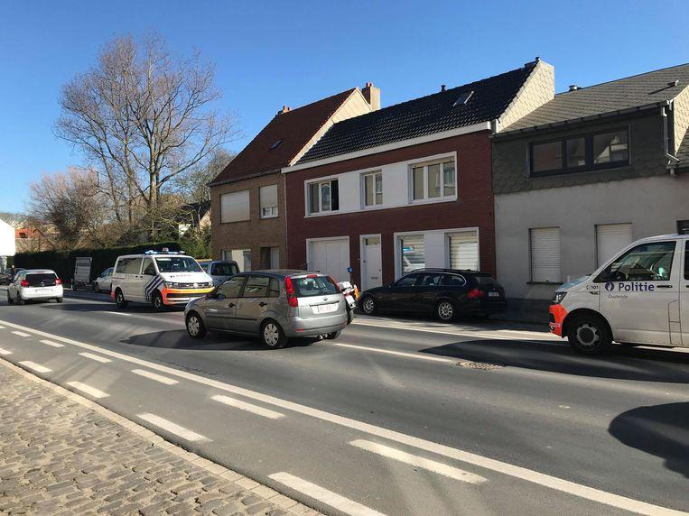 De politie kwam met meerdere combi's ter plaatse en kon de inbreker arresteren.