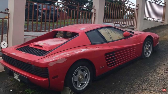 Deze Ferrari Testarossa staat al zeventien jaar stil