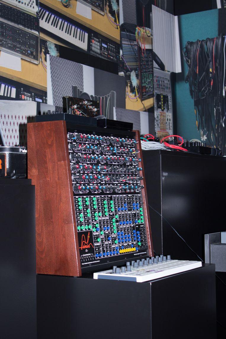'Een van de expositieruimten is ingericht als een opnamestudio waar Sticks en Kubus tijdens de expositie zo goed als dagelijks zullen werken aan nieuwe muziek.' Beeld Dennis Erfmann
