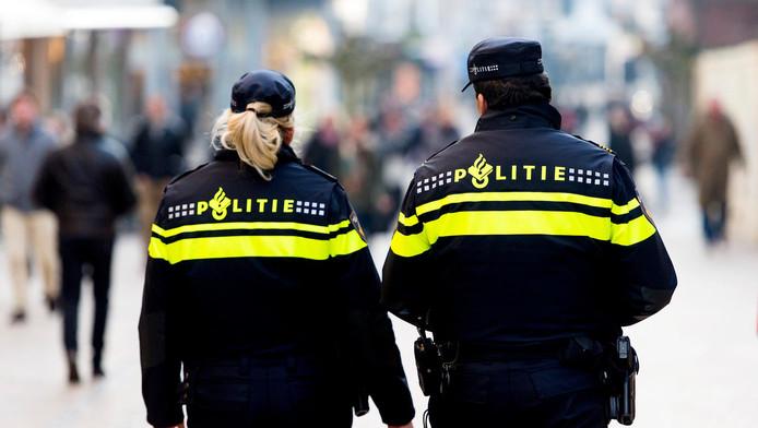De politie is opzoek naar twee, mogelijk drie daders