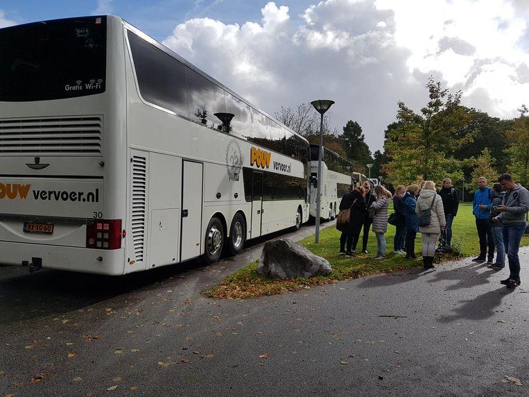 Bussen vol zijn naar de manifestatie in het Zuiderpark in Den Haag gekomen. Beeld Maaike Vos