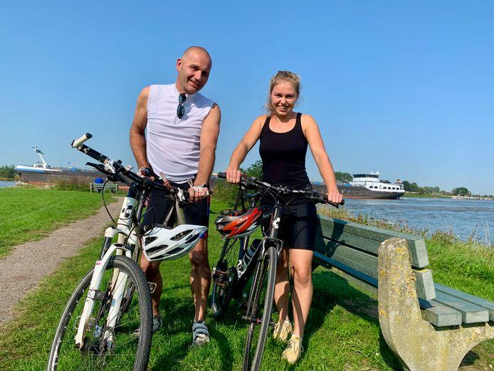 Vader Cornel en dochter Lisanne de Koning stapten op een mooie nazomerdag samen op de fiets.