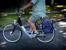 Mogelijk gestolen e-bikes in busje ontdekt door agenten in Werkendam